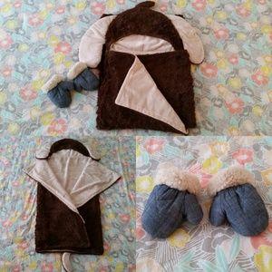 Baby Blanket & GAP Mittens (1-Up Months)